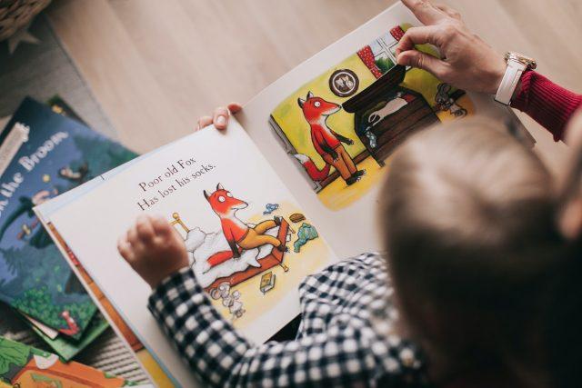 Hasznos és egyben nagyon izgalmas időtöltés lehet kánikula vagy esős idő esetén a gyermekek számára az olvasás