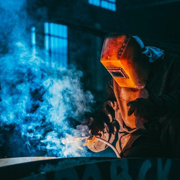 Hogyan válasszuk ki és tartsuk meg a kékgalléros munkaerőt?