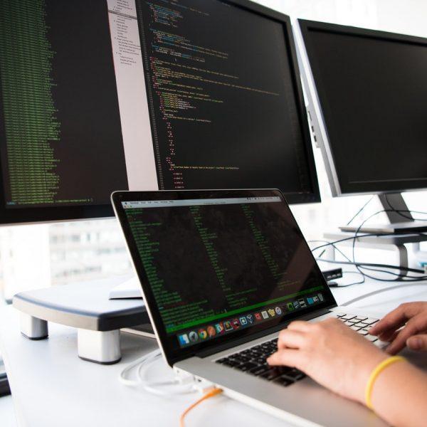 Mit jelent a konténer-alapú alkalmazásfejlesztés?